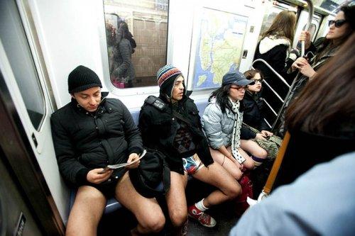 Поездка в метро без штанов