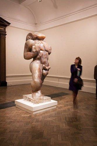 Фоторепортаж с выставки британской скульптуры в Королевской Академии