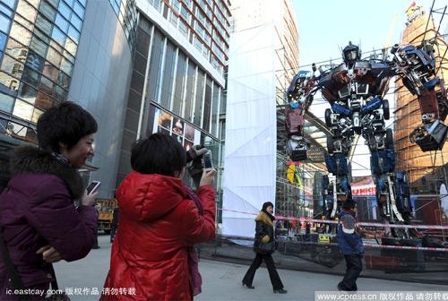 Самая большая в мире статуя, посвященная Трансформерам