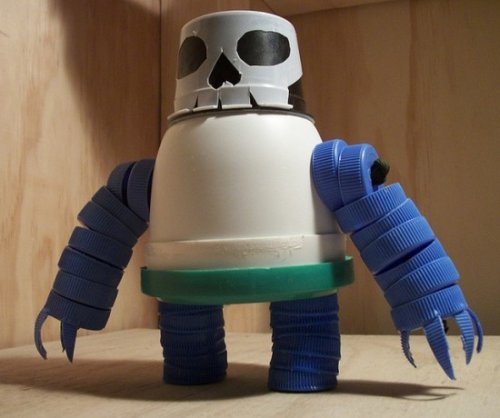 Коллекция роботов, созданная простым солдатом