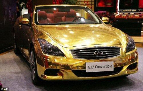 Полицией была конфискована машина из чистого золота