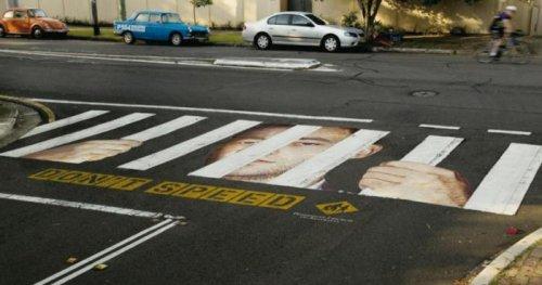 Реклама на пешеходных переходах