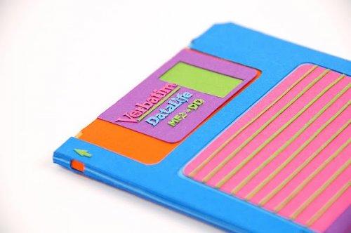 Прикольные гаджеты из цветной бумаги