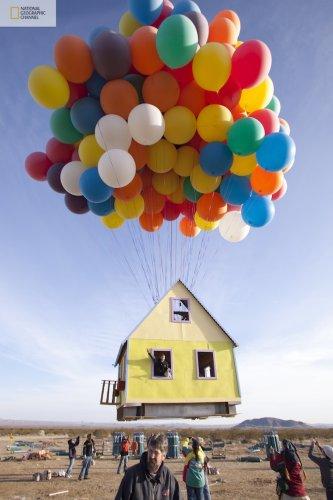"""Летающий домик, вдохновленный мультфильмом """"Вверх"""""""
