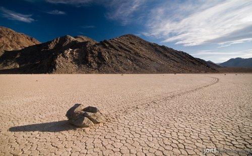 Таинственные движущиеся камни Долины Смерти
