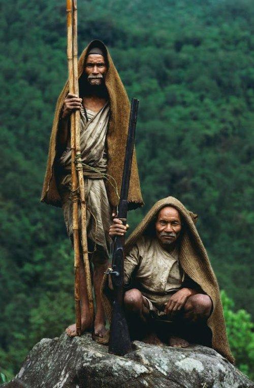 Как собирают мед в Непале