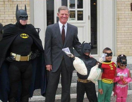Мальчик стал Бэтменом на день Рождения