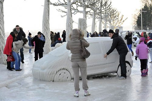 Ледовые скульптуры на Женевском озере