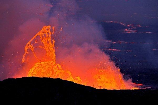 Лавовое озеро вулкана Ньирагонго