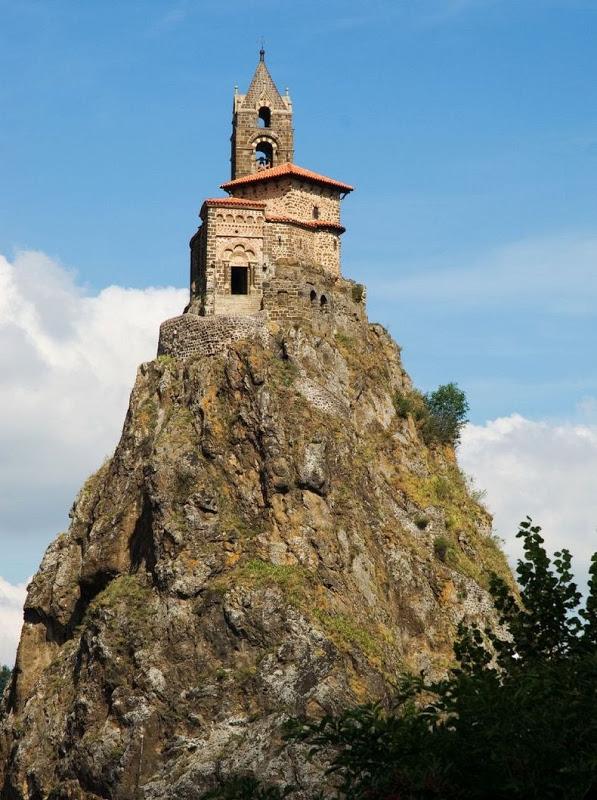 Сен-Мишель д'Эгиль – часовня в жерле вулкана