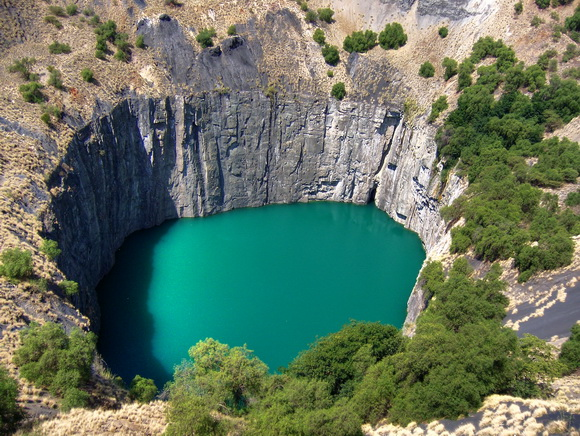 10 самых прекрасных природных впадин на Земле