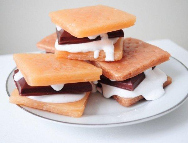 Аппетитно выглядящие мыльца в форме продуктов