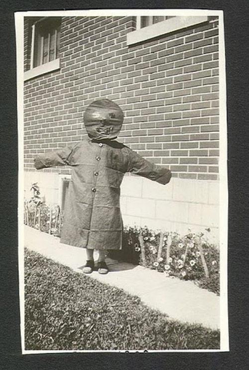 20 невероятно странных винтажных костюмов на Хэллоуин