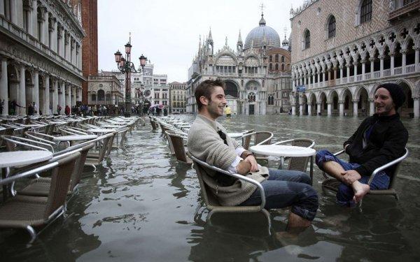 """Венеция оказалась под """"высокой водой"""""""