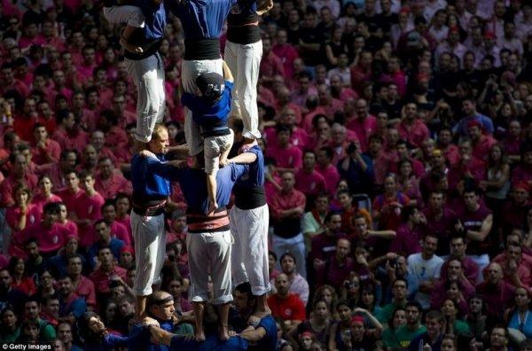 Построение человеческих башен на соревновании в Таррагоне