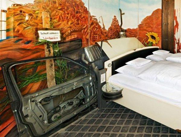 Отель V8 в автомобильном стиле