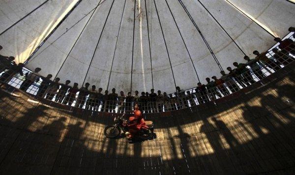Невероятный индийский «Колодец Смерти»