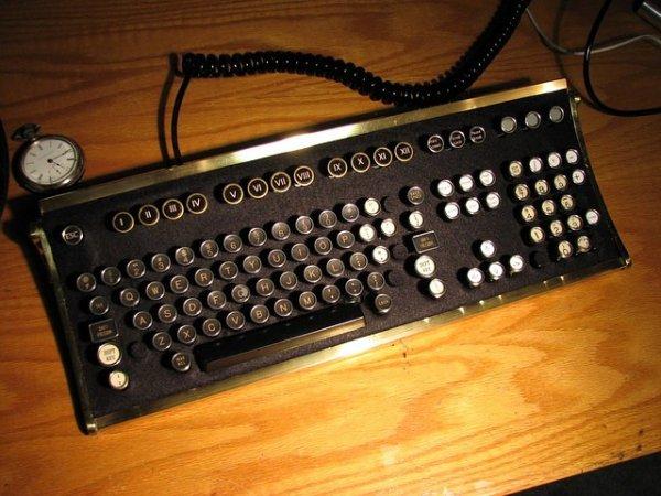 Креативное и прикольное использование старых компьютерных клавиатур
