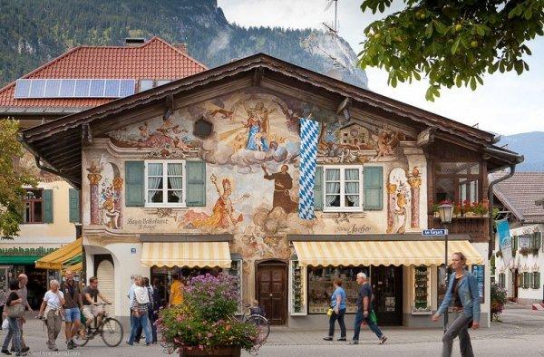 Красивый альпийский городок Гармиш-Партенкирхен