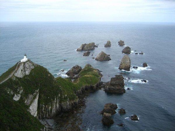 Маяк Наггет Пойнт в Новой Зеландии
