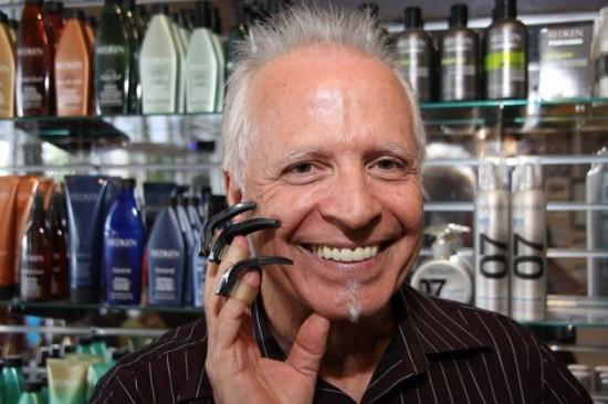 Парикмахер, использующий когти – настоящий Эдвард Руки-Ножницы