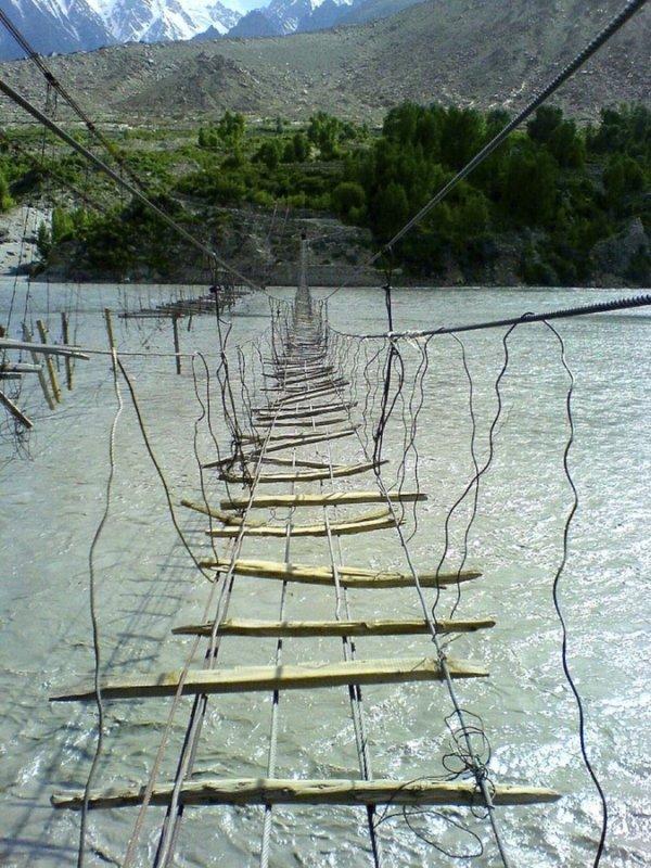 Самые экстремальные висячие мосты