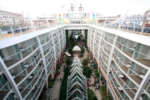 Allure of the Seas – крупнейший в мире круизный лайнер