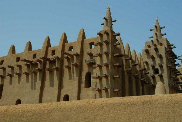 Великая мечеть Дженне – самое большое в мире здание из сырцового кирпича