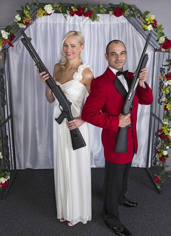 Уникальная услуга для новобрачных, предлагаемая оружейным магазином
