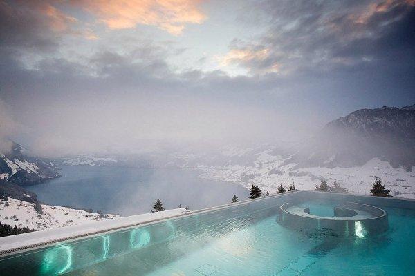 Самые живописные открытые бассейны на зимних курортах