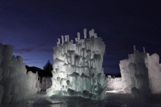 Художник создаёт невероятные, почти 8-метровые замки из сосулек