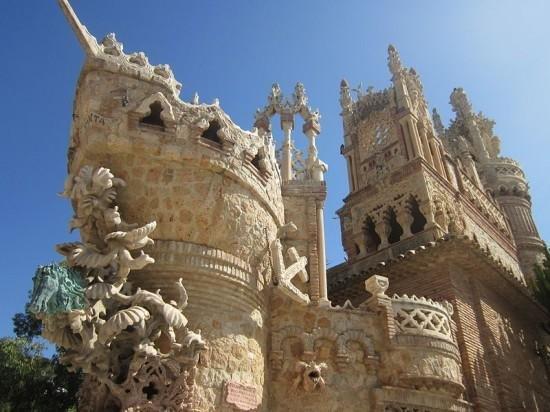 Замок Коломарес – зачарованный шедевр, посвященный Христофору Колумбу
