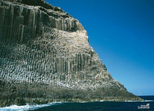 Красивые базальтовые скалы Лос Органос