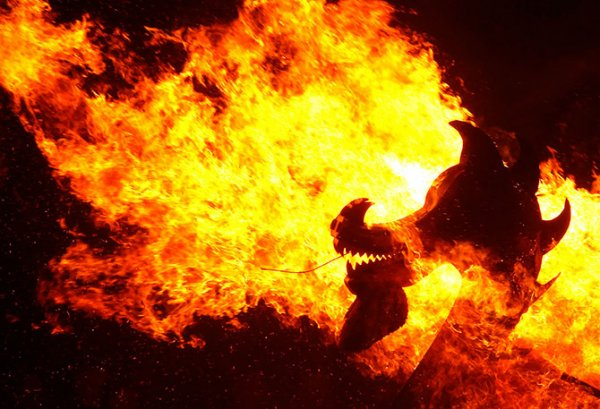 Апхеллио – самый крупный праздник огня в Европе (21 фото)