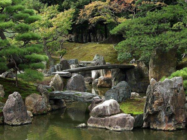Живописный замковый комплекс Нидзё в Японии