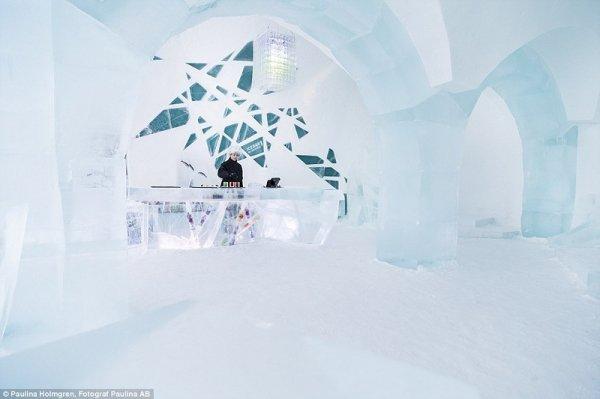 Невероятные новые интерьеры Icehotel в Швеции (18 фото)