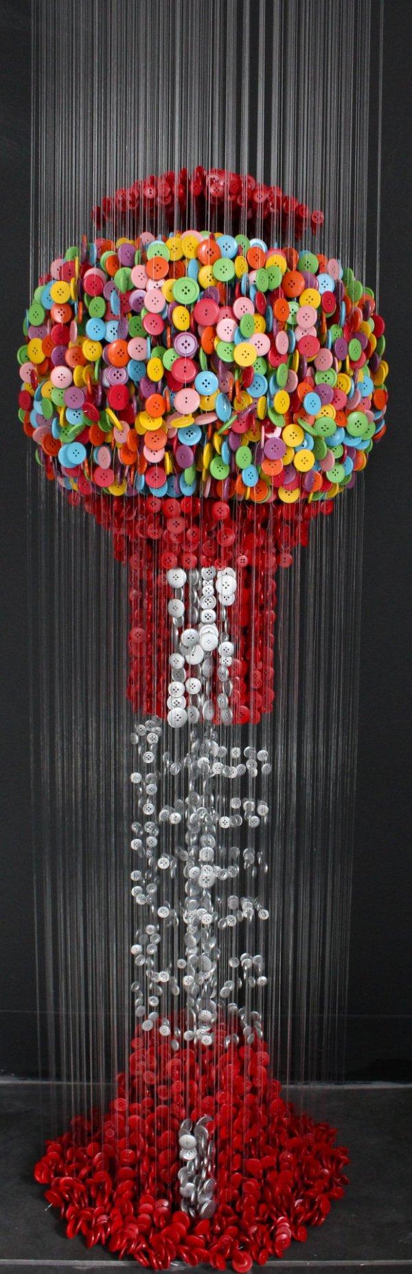 Художественные инсталляции из пуговиц (14 фото)