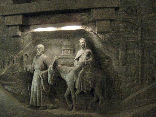 Соляная шахта в Величке: подземная галерея соляного искусства