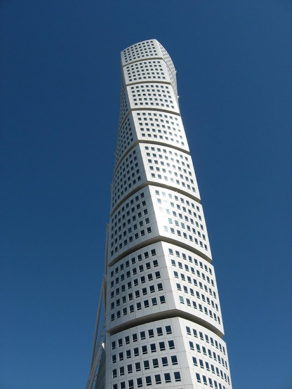 Спиралевидные небоскрёбы со всего мира
