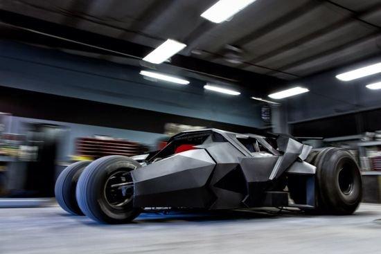 Гоночная команда создаёт Бэтмобиль, допущенный к эксплуатации на дорогах общего пользования, для дорожного ралли «Gumball 3000»