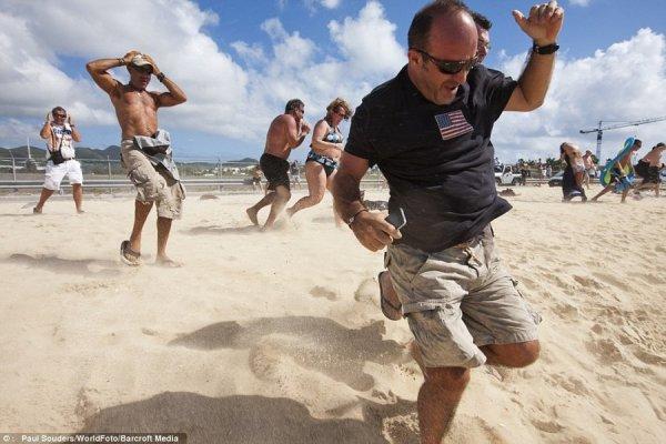 Экстремальный пляж Махо на острове Святого Мартина (11 фото)