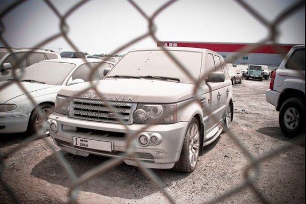 Роскошные суперкары, брошенные владельцами на улицах Дубая
