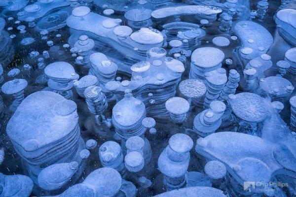 Уникальная поверхность замёрзшего озера Авраам (10 фото)