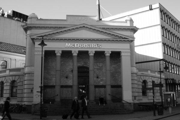 Коллекция фотографий McDonald's со всего мира (29 шт)