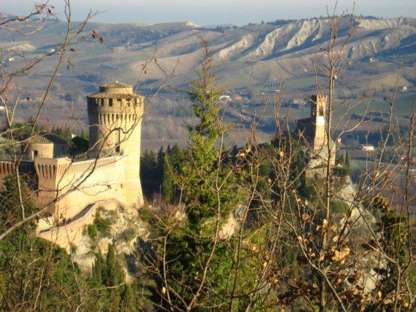 Жемчужина Равенны – замок Бризигелла (10 фото)