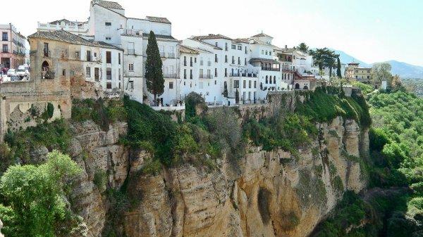 Ронда – город, построенный на скалах (12 фото)