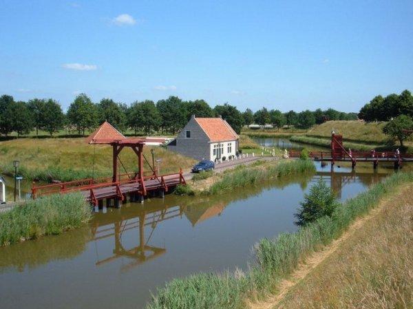 Нидерландский Форт Буртанье, построенный в форме звезды