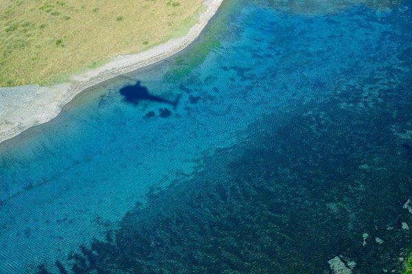 Голубое озеро в новозеландском городе Нельсон – самое прозрачное озеро в мире