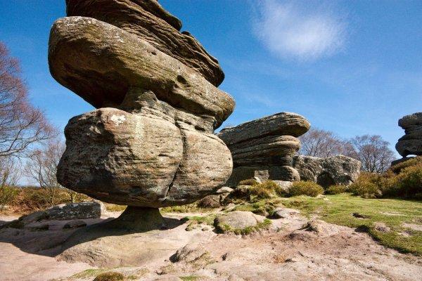 Idol Rock – балансирующее скальное образование в Англии (7 фото)