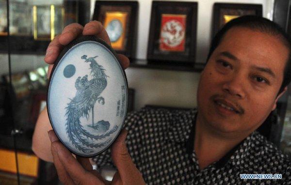 Утончённая резьба по яичной скорлупе от Пу Деронга